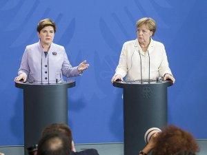 Merkel: Elbette İngiltere'nin AB'de kalmasını istiyorum
