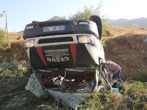 Mevsimlik işçileri taşıyan minibüs devrildi: 24 yaralı