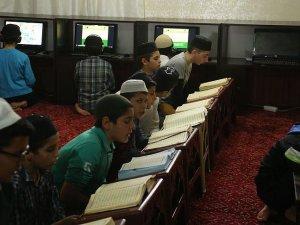 Kur'an-ı Kerim'i bilgisayarla öğreniyorlar