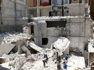 Rus uçakları Halep'i vurdu: 7 ölü