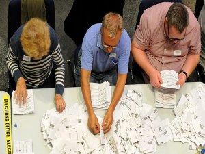 İngiltere'deki AB referandumunda oylar sayılıyor