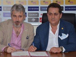 Cumhurbaşkanı Erdoğan'ın yeğeni PTT 1. Lig ekibine imzayı attı
