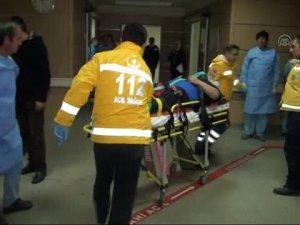 Kamyonetle tır çarpıştı: 2 yaralı