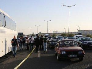 Şehirlerarası yolcu otobüslerine silahlı saldırı