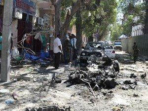 Mogadişu'da otele bombalı saldırı: 4 ölü