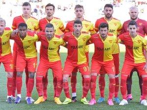 Göztepe 3 futbolcuyla yollarını ayırdı