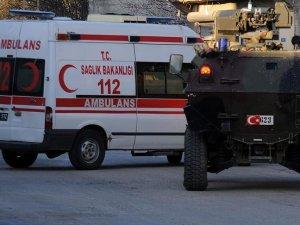 Diyarbakır'da polis aracına saldırı: 8 yaralı