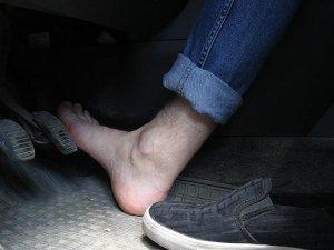 'Yalın ayak araç kullanmayın'