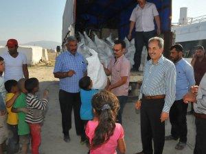 Akşehir Belediyesi'nden geçici tarım işçilerine erzak yardımı