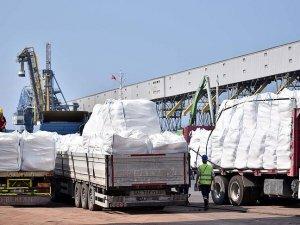 Gazze'ye gidecek yardım malzemeleri yüklenmeye başlandı
