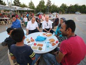 Beyşehir'de iftar çadırı her gün bin kişiyi doyuruyor