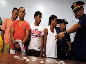 Uyuşturucu satıcıları teslim olmak için sıraya girdi