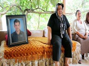 Teröristlere ateş açıp hayatını kaybeden memurun baba evinde yas var