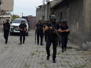 2 terörist ölü ele geçirildi, 2 terör örgütü mensubu teslim oldu