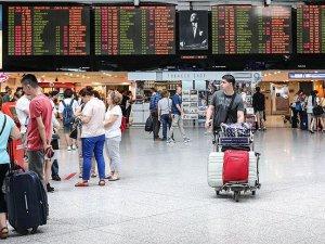 Atatürk Havalimanı'nda uçuş işlemleri sorunsuz bir şekilde devam ediyor