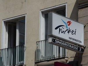 Avusturya'da PKK'lılar turizm ofisini bastı