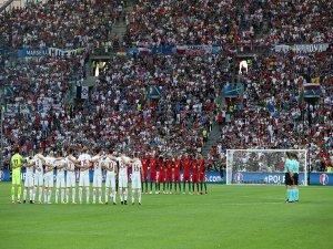 EURO 2016'da Türkiye için saygı duruşu