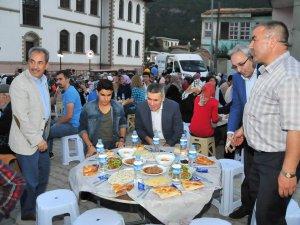 Akşehir Belediyesi'nin mahalle iftarları sürüyor