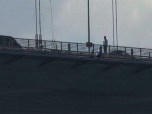 İstanbul trafiğine intihar girişimi engeli