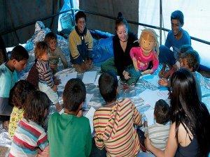 Sığınmacı çocuklara oyunla terapi