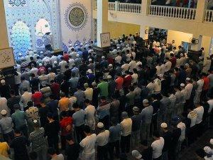 Bişkek'te Müslümanlar Kadir Gecesi'nde camilere akın etti