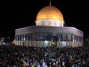 Yüzbinlerce Müslüman Kadir Gecesi'ni Mescid-i Aksa'da geçirdi