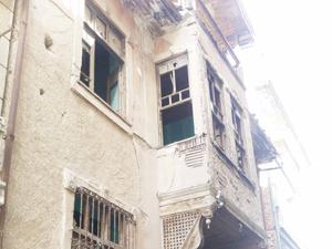 Eski bina tehlike saçıyor