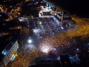 Akyürek, Kadir Gecesi coşkusunu vatandaşlarla paylaştı