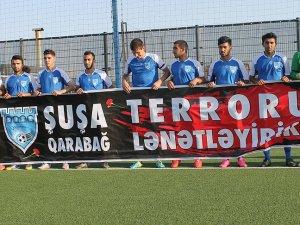 Azerbaycan'da futbolcular maça formalarında siyah kurdelelerle çıktı