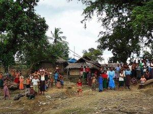 Myanmar'da radikal Budistler cami yaktı