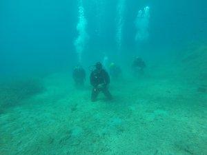 Terör saldırısında ölenler için su altında namaz kıldılar