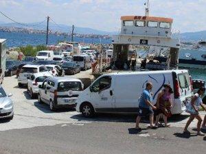 Çanakkale'de feribot kuyruğu devam ediyor