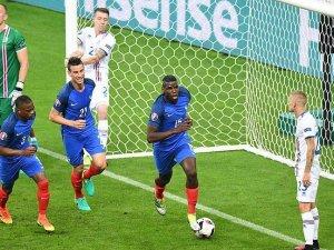 Ev sahibi Fransa yarı finale yükseldi