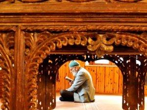 7 asırlık tarihi camide ramazanın huzurunu yaşadılar