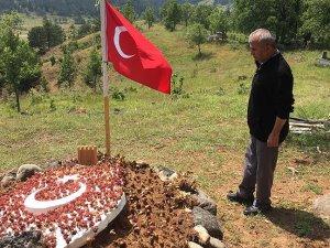 Şehit Kalmış'ın babası kızının mezarını ziyaret etti