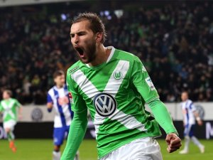 Hollanda Basını: Beşiktaş, Wolfsburg'dan Bas Dost ile İlgileniyor