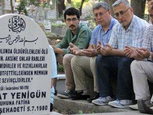 Sedat Yenigün mezarı başında anıldı