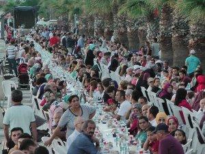İstanbul Büyükşehir Belediyesi 750 bin kişiyi iftarda buluşturdu