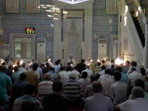 Gaziantep'te Bayram namazında camiler doldu taştı