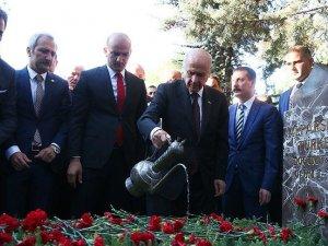 MHP Genel Başkanı Bahçeli Türkeş'in mezarını ziyaret etti