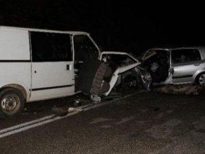 Seydikemer'de minibüs ile otomobil kafa kafaya çarpıştı: 2 ölü, 5 yaralı