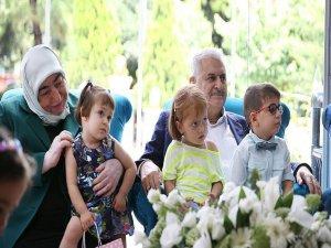 Yıldırım ailesi, çocuk ve yaşlıları unutmadı