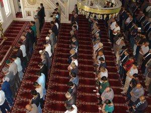 Yüksekova'da vatandaşlar 'huzur' için dua etti