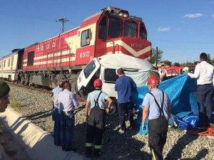 Denizli'de hemzemin geçitte kaza: 4 ölü