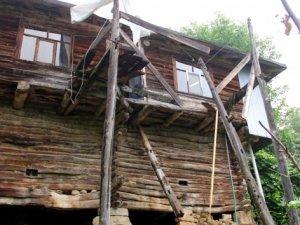 Kastamonu'da balkon çöktü: 1 ölü, 6 yaralı