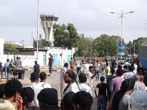 Havalimanı güvenlik gerekçesiyle kapatıldı
