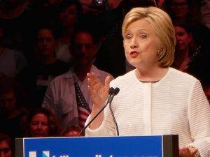 Clinton'dan Trump'ın iş hayatına eleştiri