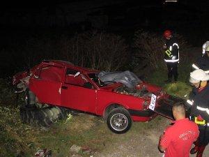 Kocaeli'de otomobil tıra çarptı: 4 ölü