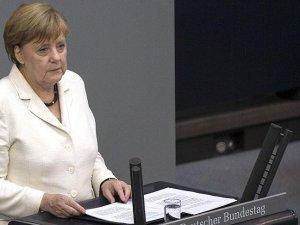 Merkel: Kalıcı güvenlik Rusya ile birlikte sağlanabilir