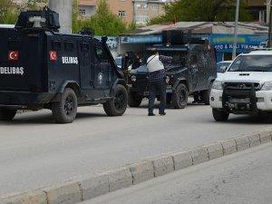 Van'da Hükümet Konağına terör saldırısı